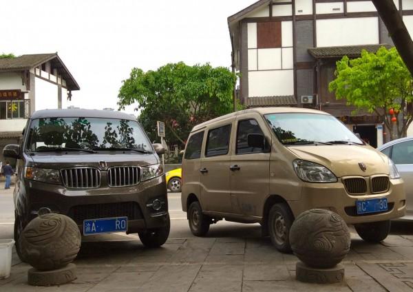 18. Jinbei Minivan x2