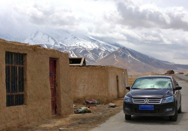 4. VW Santana Karakul Lake