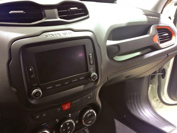 9a. Jeep Renegade interior