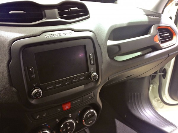 9a. Jeep Renegade interior