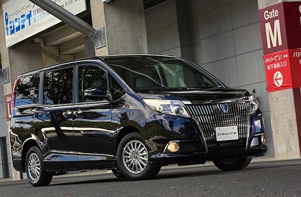 Toyota Esquire Japan December 2014