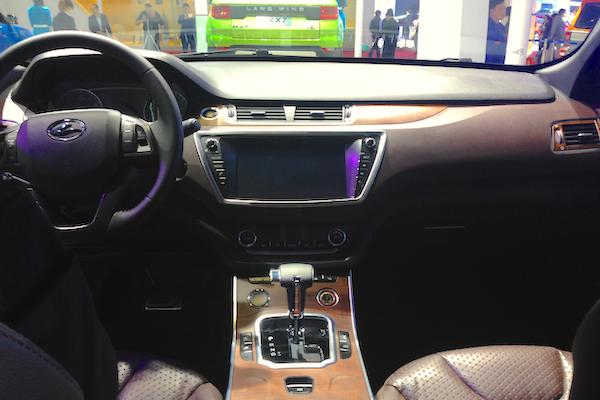 19. Landwind X7 interior