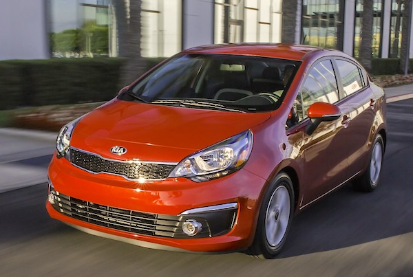 Kia Rio Chile May 2015