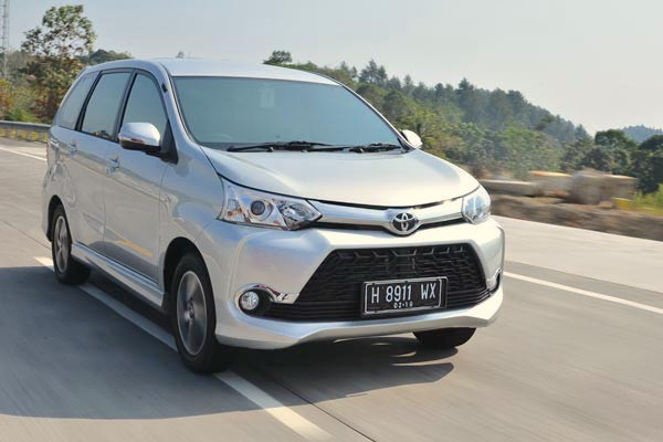 grand new toyota avanza 2015 perbedaan e dan g 2018 indonesia august and daihatsu xenia dominate