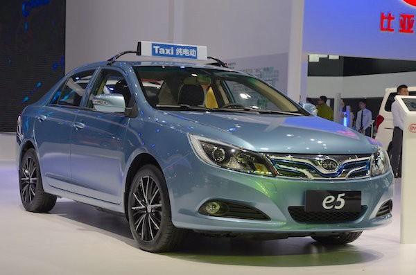 BYD e5 China September 2015. Picture courtesy auto.sina.com.cn