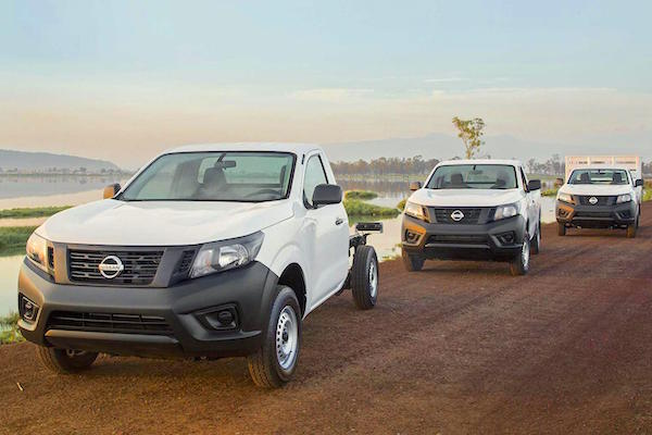 Nissan NP300 Pickup range Mexico October 2015. Picture courtesy autocosmos.com.mx