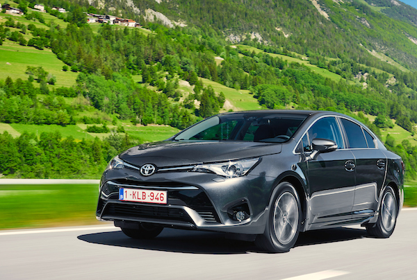 Toyota Avensis Finland March 2016