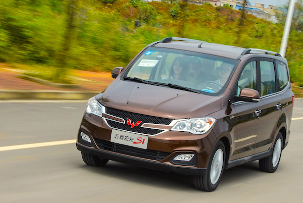 Wuling Hongguang S1 China September 2015. Picture courtesy auto.sina.com.cn