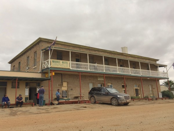 Haval H8 Marree Hotel
