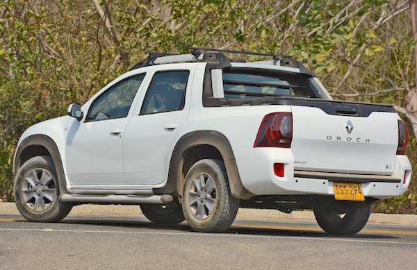 Renault Duster Oroch Colombia 2016. Picture courtesy youtube.com