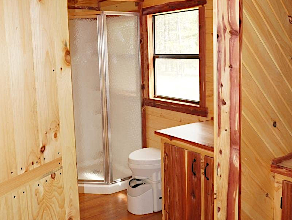 how does composting toilet work