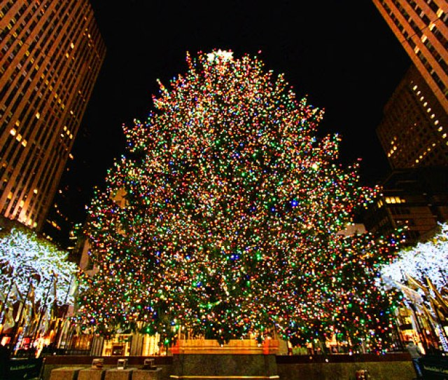 During Christmas New York Has Some Of The Most Spectacular Sight There Are Many Shopping Events Gift Ideas Many Festive Thing To Do
