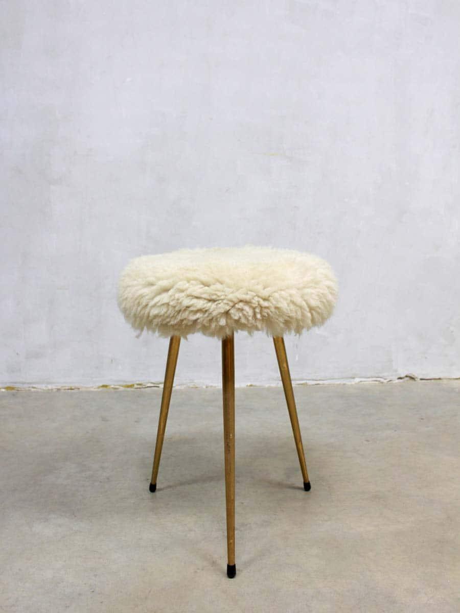 Vintage schapenvacht kruk poefje vintage sheepskin hocker