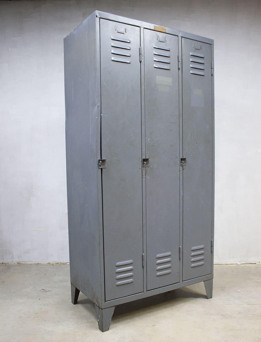 Vintage industrile lockerkast Industrial locker cabinet