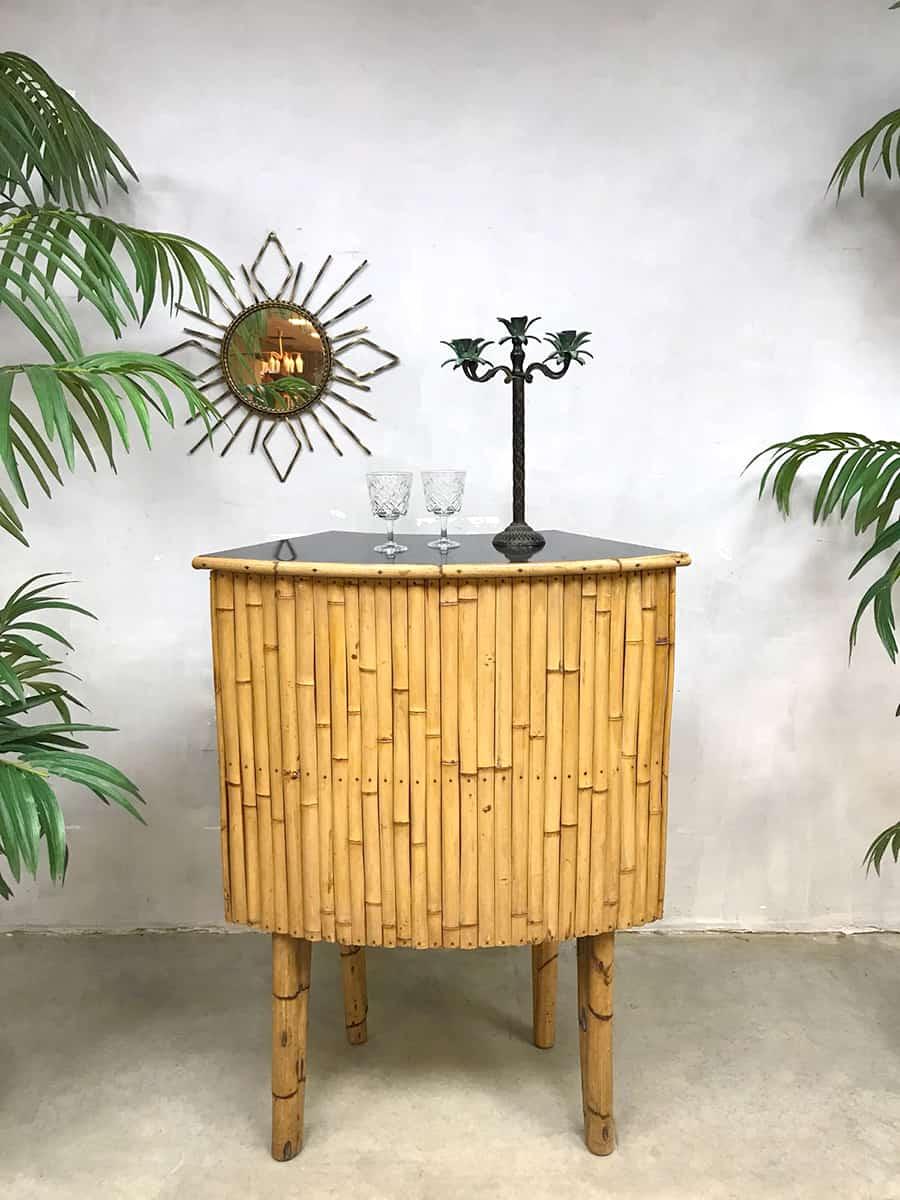 Vintage rattan bamboo Tiki cocktail bar bamboe rotan