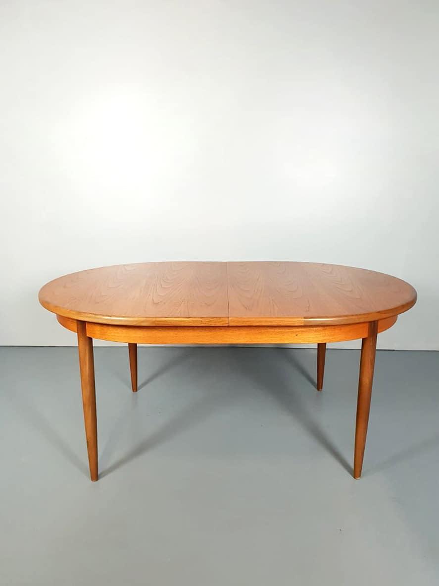 Vintage design teak dining table dinnerset Victor Wilkens