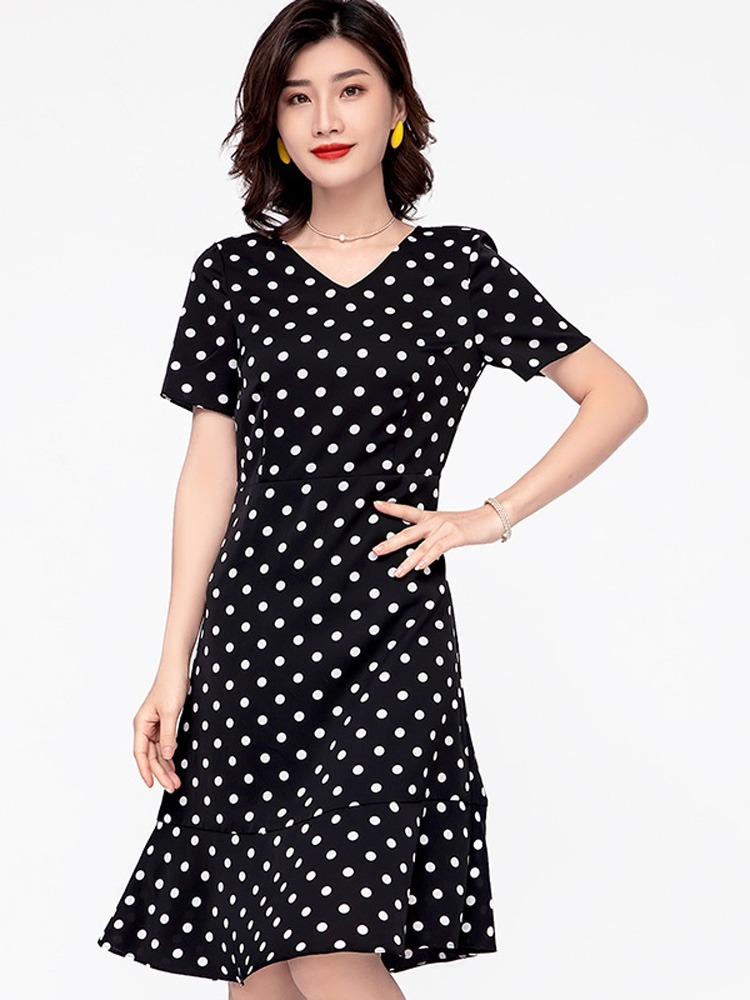 Using Polka Dot Dresses in the Spring and Summer