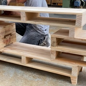 Creative Ways to Recycle And Reuse Wood Pallets // How To Make a TV Stand From Recycled Pallets