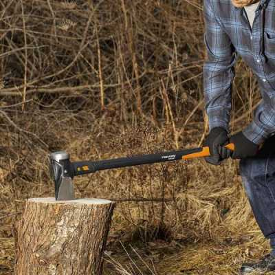 fiskars wood chopping axe