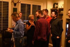 Kvelden før den store dagen åpnet noen venner hjemmet sitt for et prøvebryllupselskap med 50 gjester. De spanderte hele gildet