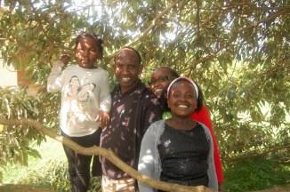 Noen Kenyanske venner. Peter, Wairimu og barna