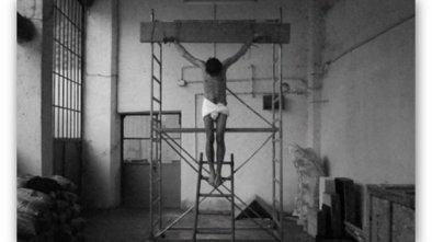In foto: Adrian PACI – Crocifissione e Kurt COBAIN