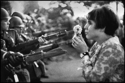 Mettete i fiori nei vostri cannoni...