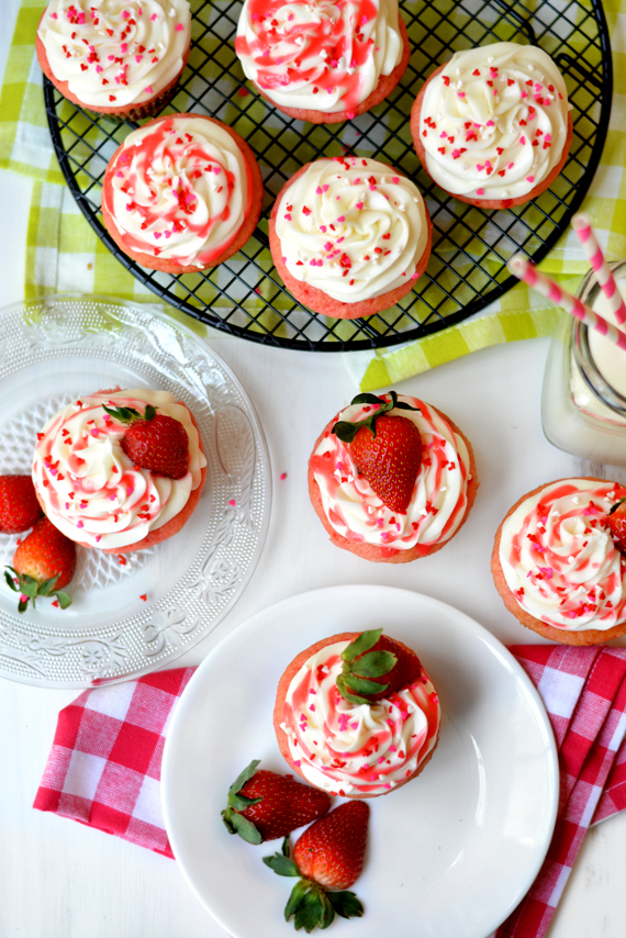 strawberriesncreamcupcakes02
