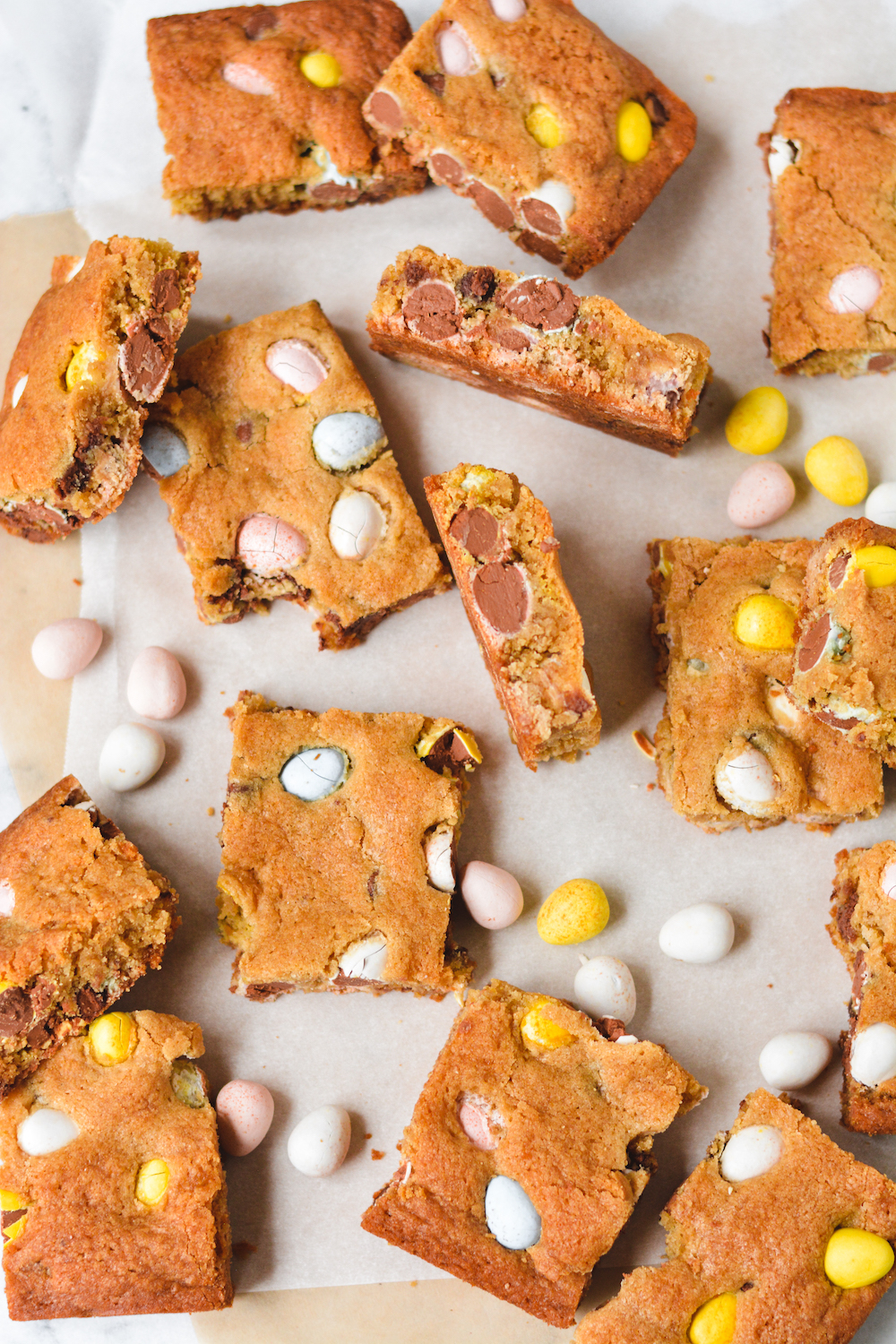 browned butter mini egg cookie bars - bethcakes.com