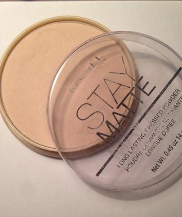 Translucent or coloured powder