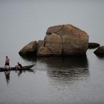 Quixadá - Moradores das comunidades às margens do Açude Cedro pescam próximo à barragem (Fernando Frazão/Agência Brasil)