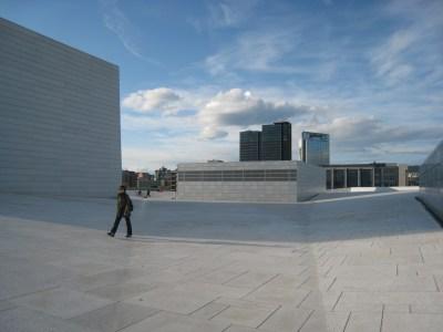 Operan. Promenad på Operans tak är populärt i fint väder. Foto: Anita Stenler