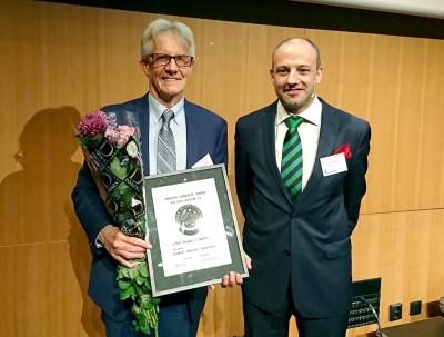 2017 års Swedish Concrete Award-vinnare Professor Michael I. Darter samt Betongföreningens ordförande Johan Söderqvist.