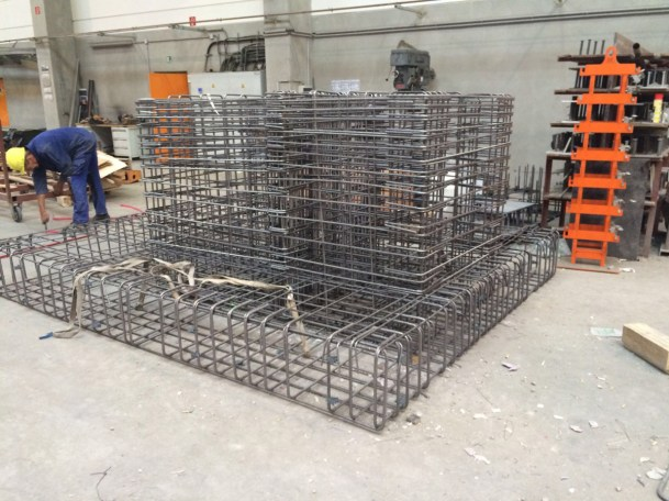 Betonstahlbiegen, Eisenbiegen, Eisenarmierung von Betonstahl Halle GmbH, im Werk und auf Außenbaustellen