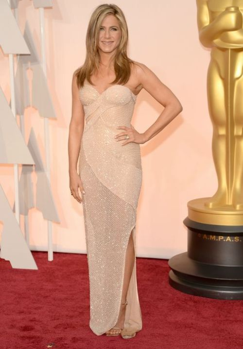 jennifer-aniston-nude-versace-dress-oscars-2015-h724