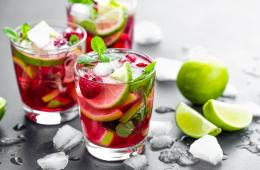 Raspberry mohito cocktails