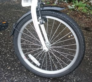 Front wheel of Carrera Transit showing mudguard