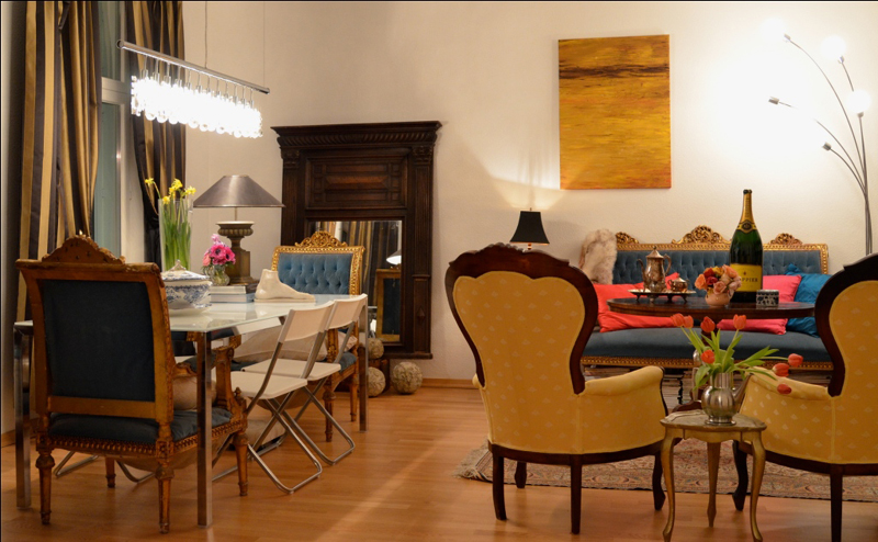 """Home Tour With The """"Antiques Diva"""