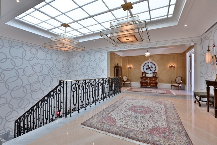 10 High Point Road - Upstairs Hallway