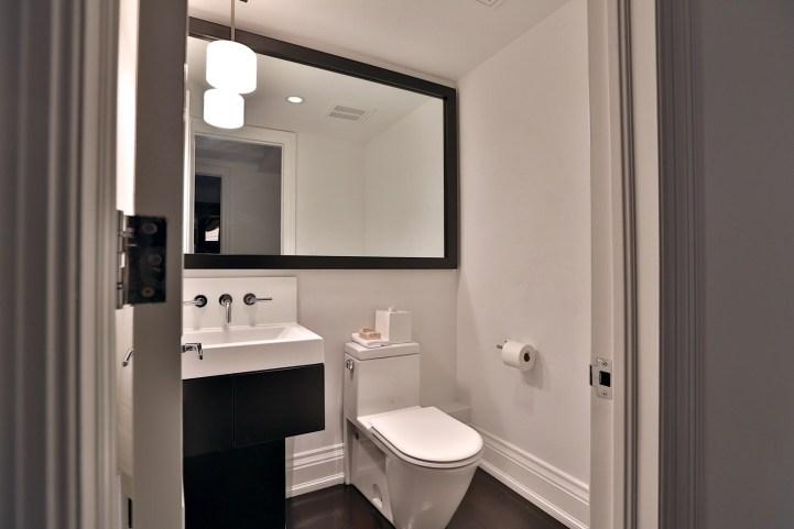 157 South Drive - Small Bath