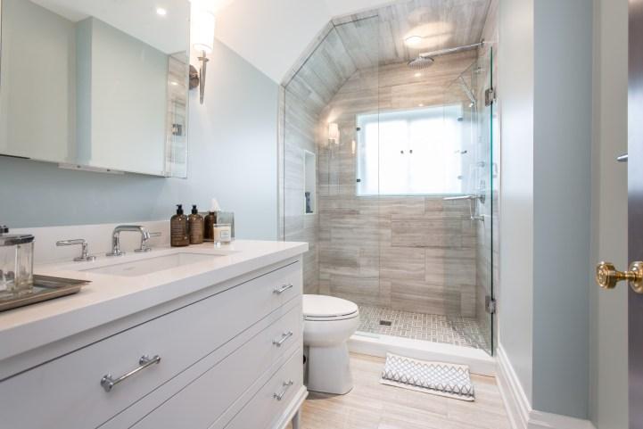 181 Crescent Road - Bathroom With Shower Window