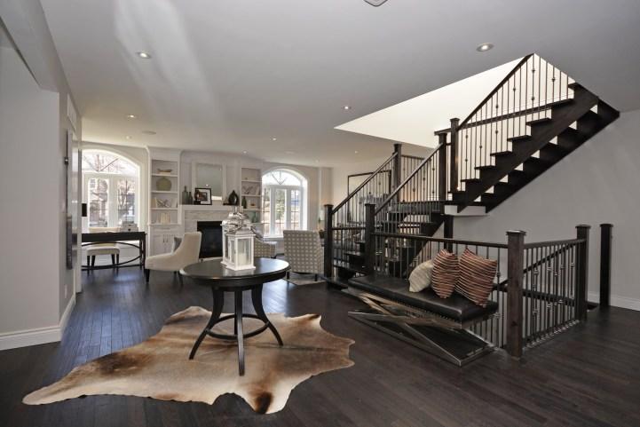20 Lumley Avenue - Foyer Living Area