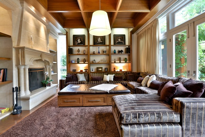 230 Russel Hill Rd - Family Room Towards Mantel