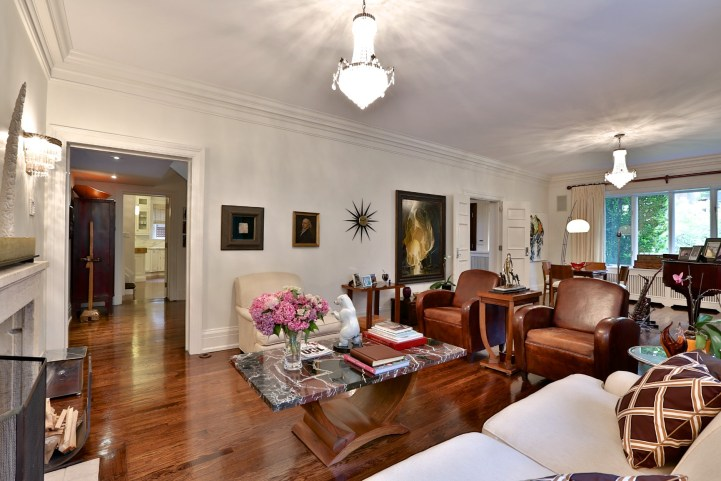 230 Russel Hill Rd - Family Room