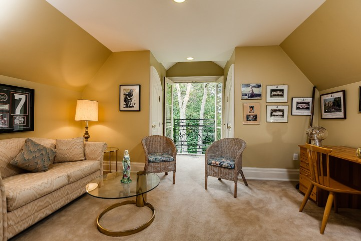 37 Edgehill Road - Master Bedroom Seating Area