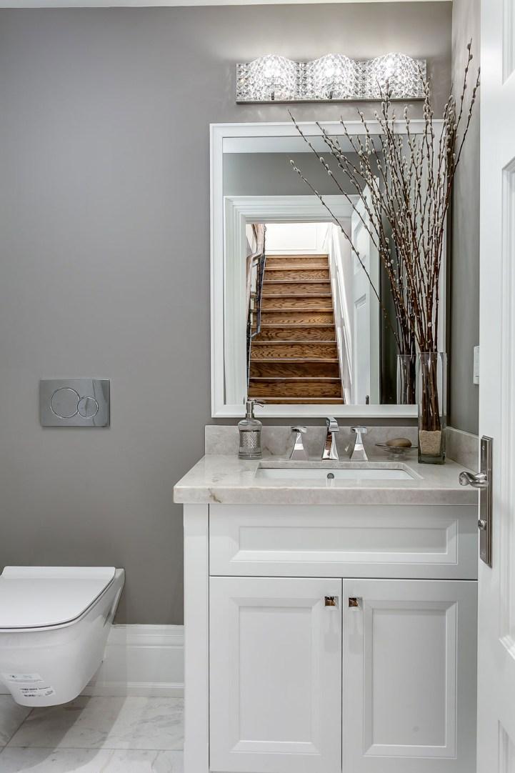390 Brookdale Avenue - Small Bathroom
