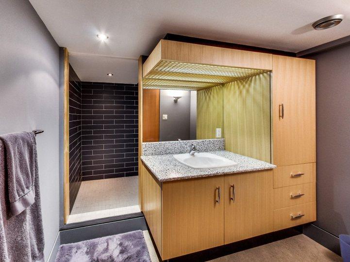 421 The Kingsway - Bathroom Shower and Vanity