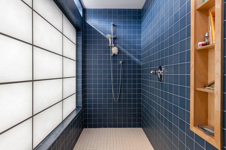 421 The Kingsway - Master Bedroom Ensuite Bathroom Shower