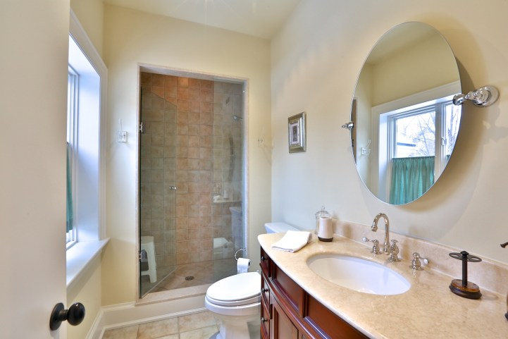 91 Crescent Road - Bathroom with Shower