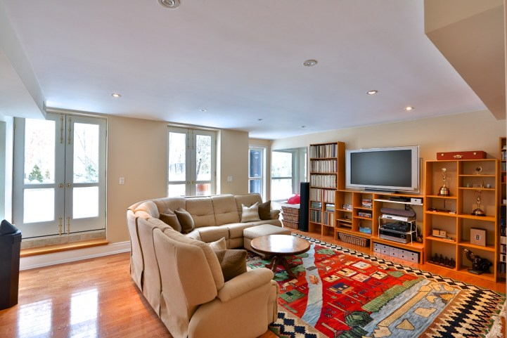 91 Crescent Road - Family Room